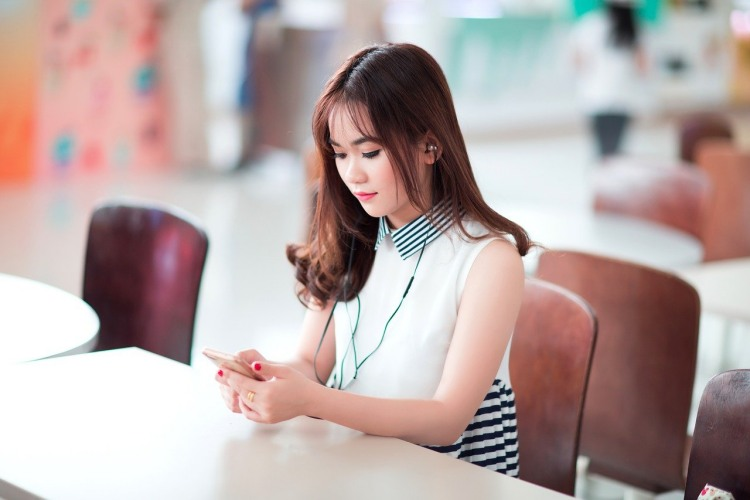 How is the IELTS Listening Test Conducted