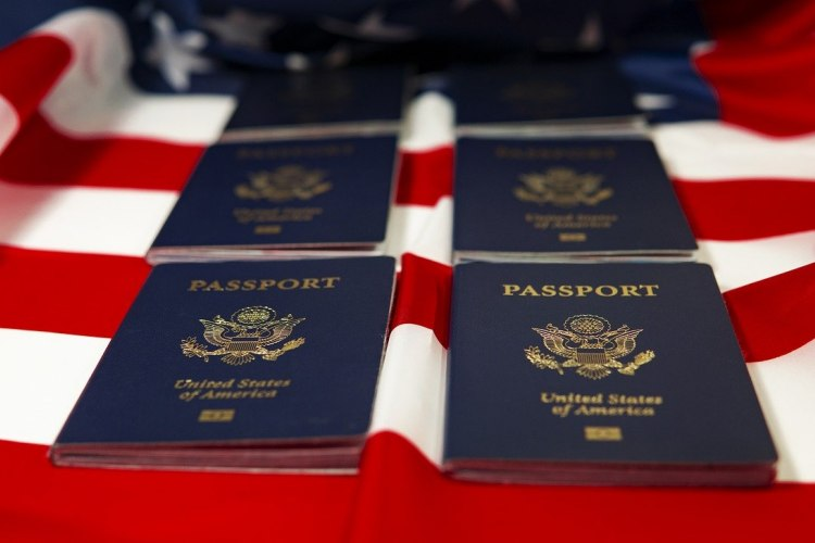 Difference Between a Citizen and Permanent Resident